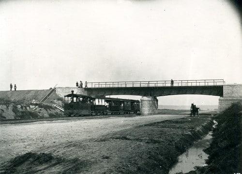 Раньше паровичок проходил под Рижской железной дорогой в районе Бутырской улицы, где тогда лежали рельсы.