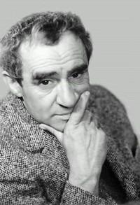 Среди многочисленных знаменитых жителей района был один из самых выдающихся советских актеров Зиновий Гердт.