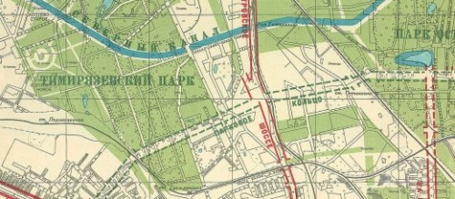 В конце улицы Костякова есть обширная не застроенная полоса, зарезервированная еще Генеральным планом 1935 года для прокладки Паркового кольца — кольцевой автомобильной дороги, которая соединила бы крупнейшие парки города — Измайловский, Сокольнический, Останкинский и другие.