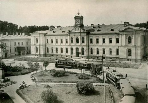 Здесь и заканчивался некогда маршрут паровичка. Сменившие же его трамвайные линии были продолжены в Михалково, Коптево, а в 1950-х годах замкнулись с другой линией в районе станции метро «Войковская».