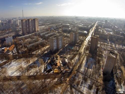 Улица Костякова с высоты. Вид с высоты 140 метров над парком Дубки на улицу Костякова в сторону центра.