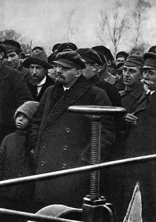 22 октября 1921 года сам Владимир Ильич посетил Бутырский хутор (ныне улица Руставели).