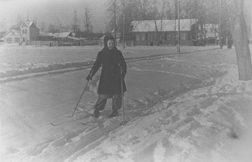 1-й Астрадамский проезд. Старая дача и дом Харламовых. Снимок сделан между 1946-1948 годами.