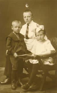 1925 год. Борис и Нонна со старшим братом Анатолием