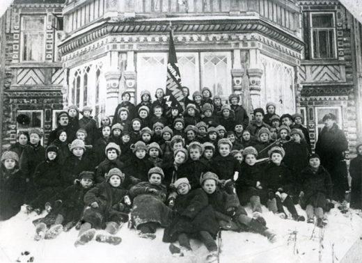 После 1918 года Елизаветинский приют преобразовали в детский дом. Во время Гражданской войны в Испании, в 1936 году в СССР было создано несколько интернатов для детей испанцев-республиканцев, которых поддерживал Советский союз.