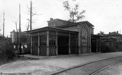 В Красностуденческом проезде сохранился трамвайный павильон 1926 года, архитектор Евгений Шервинский (Трамвайтрест).