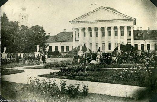 1852 год: на месте этого дворца в 1863 году вырастет главное академическое здание.