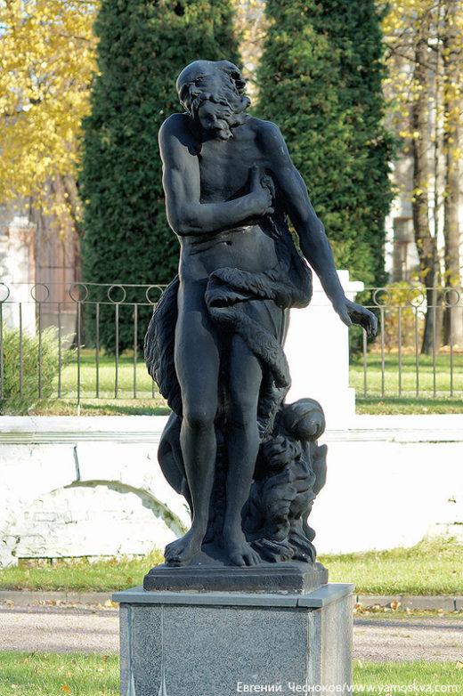 """Французский парк, композиция """"Времена года"""" из четырёх скульптур"""