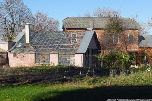 В 1872 году на опытном поле К.Тимирязев совместно с И.Стебутом построил особенную теплицу - вегетационный домик.