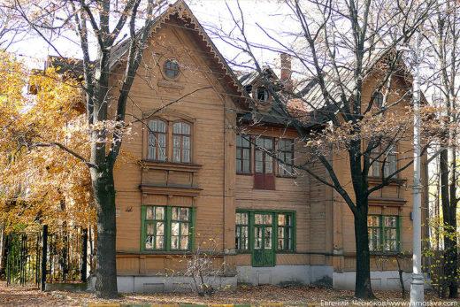 Профессорский дом в викторианском стиле на две квартиры, построен в 1874 году.