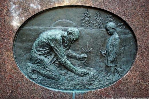 В 1912 году на углу нынешних улиц Тимирязевской и Прянишникова был установлен памятник профессору кафедры лесоводства М.К.Турскому (скульптор П.В.Дзюбанов).