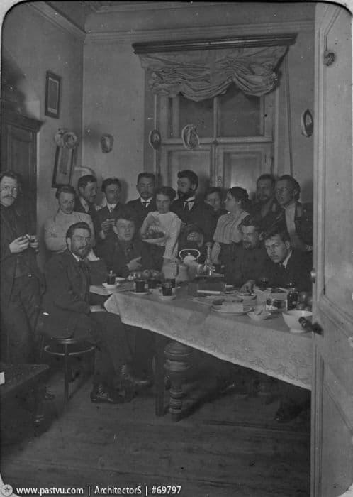 Николай Вавилов среди студентов Академии