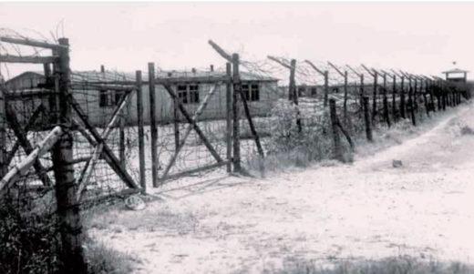 Ворота форлагеря, в которые входили все прибывающие в Цайтхайн военнопленные.