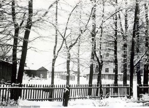 Ивановская улица (около дома №18). У бывшего сада Софии Калошиной.