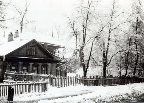 Фасад дачи Александры Муралёвой с другой стороны в 1960-х.