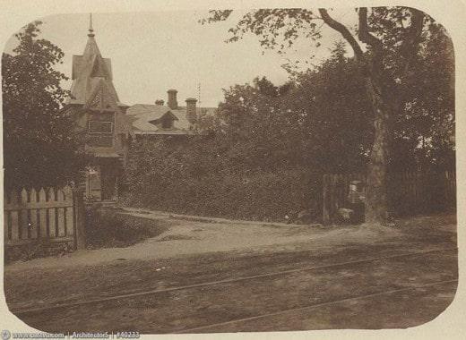 Дом пристава Петровско-Разумовской полицейской части стоял на месте дома №13 по совр. улице Костякова. Построен в 1895 году.