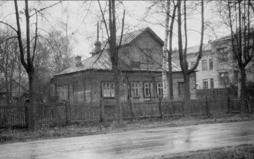 Ивановская улица, дом 19. До революции этот дом был летней дачей доктора Шуберта.