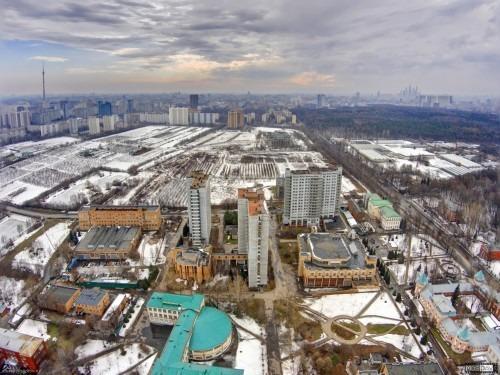 МСХА.  Вид с высоты 150 метров на 16-этажные общежития МСХА - №8 (1984 года), №7 (1979 года), №9 (1991 года).