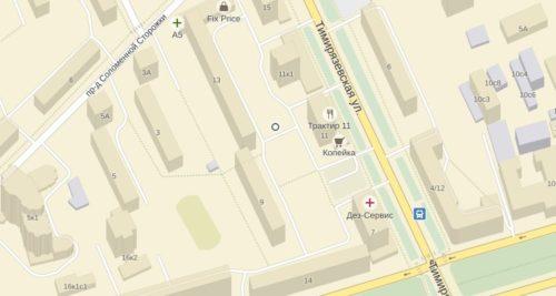 Всю жизнь был уверен, что корпусами обозначают жилые здания, а строениями нежилые. Но здание обычной бойлерной (теплового пункта) на Тимирязевской улице, которые есть почти в каждом дворе, повергло меня в замешательство. Оно одновременно является корпусом и строением.