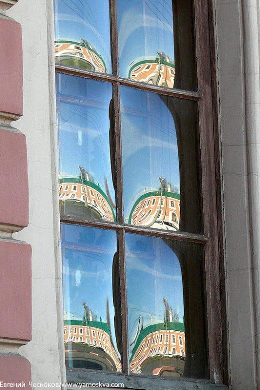 Тимирязевская академия: Необычные выпуклые оконные стёкла